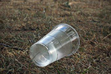 ลดขยะพลาสติก - คนละชิ้นคืนความบริสุทธิ์ให้แหล่งน้ำ